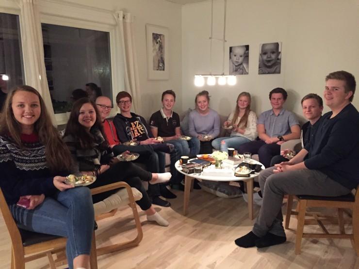 Denne bibelgruppa med eit knippe trivelege VG1-elevar samlast annakvar måndag hjå Mallin og Egil.