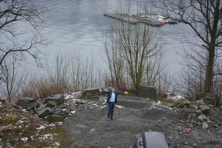 No er Gustav gira på å koma i gang med bygging av eit etterlengta møtesalbygg. Foto: Helge Johan stautland