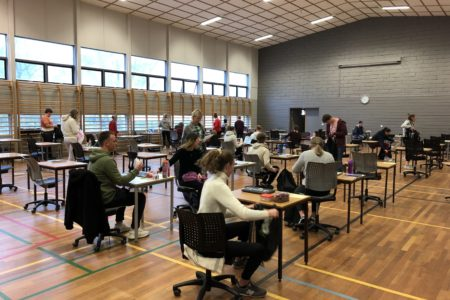 Det meste byrjar å bli klart for utdeling av årets eksamensoppgåve i norsk hovudmål. Foto: Helge Johan Stautland